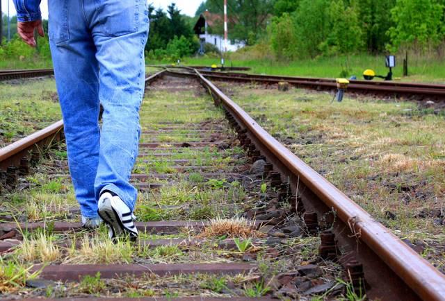 Flucht Bahn Gleise pixelio