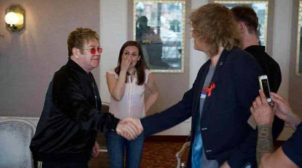 "Elton John bei ""Parni Plus"""