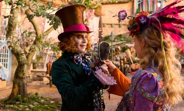 Alice im Wunderland: Hinter den Spigeln