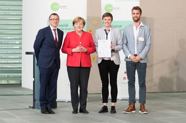 Angela Merkel & SCHLAU