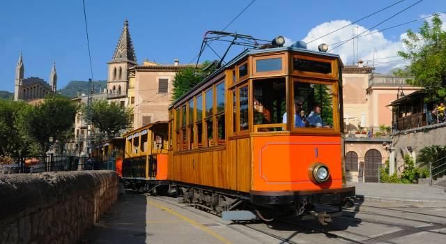 tram-of-soller-1173934_1280.jpg