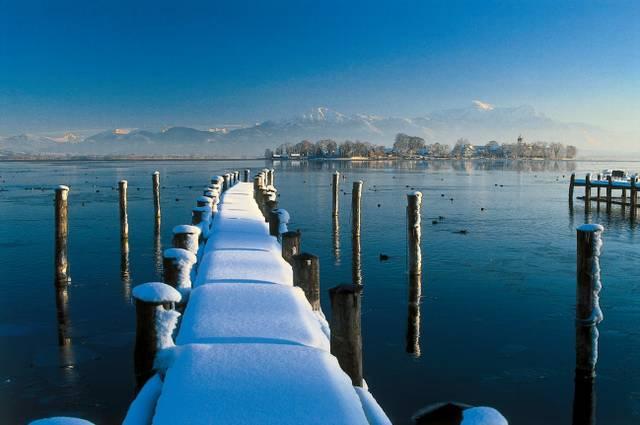Steg Winter Fraueninsel.jpg