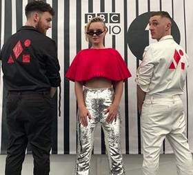 https://www.instagram.com/cleanbandit/?hl=de