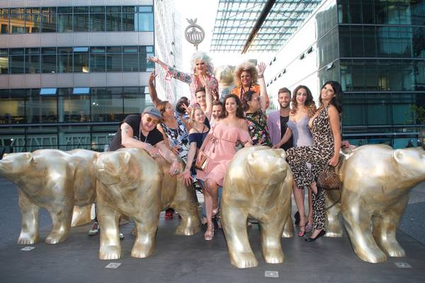 Olivia Jones und Gloria Glamour, Berlin Kieztour, Gruppenbild (c) www.kult-kieztouren.de.jpeg