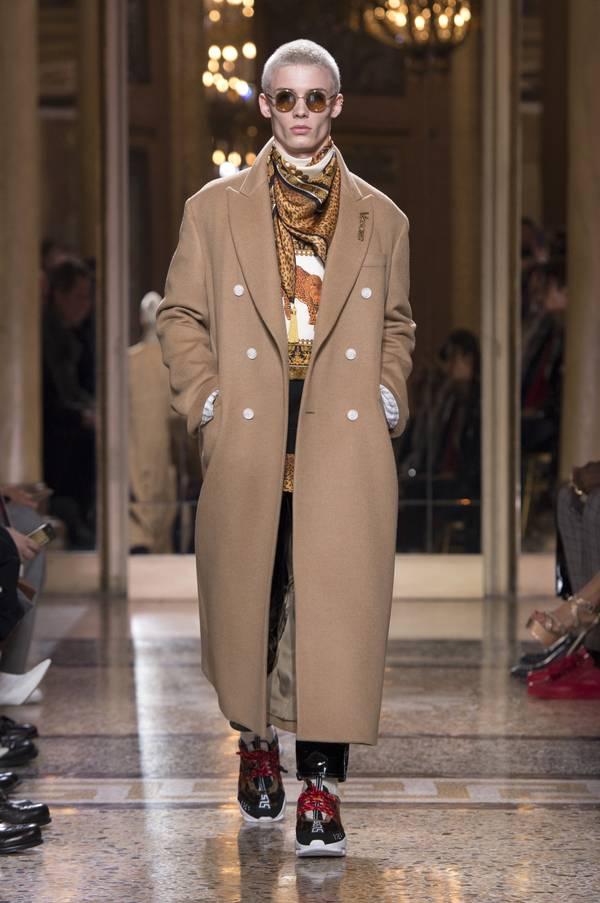 fsfwma02.01b-fashion-week-mailand-h-w-18-19---versace.jpg