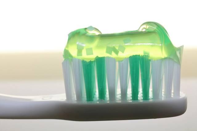 toothbrush-2789792_1920.jpg