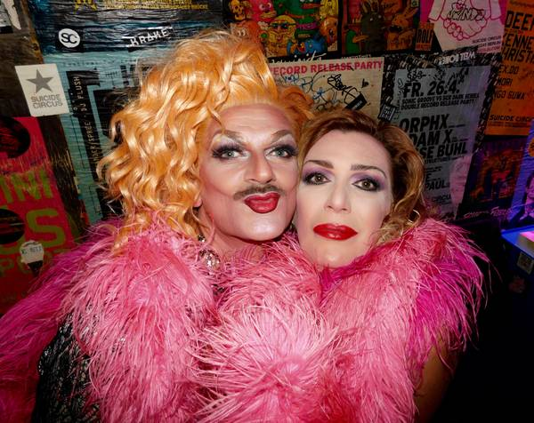 Gloria Viagra und Chantal