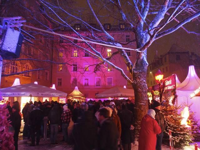 Pinker Weihnachtsmarkt.Der Queere Weihnachtsmarkt Blu Mediengruppe