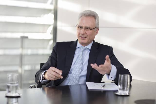 Bayer AG Personalvorstand Dr. Hartmut Klusik