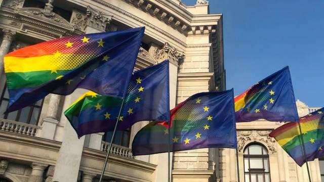 eu-rainbow-flag-wien.jpg