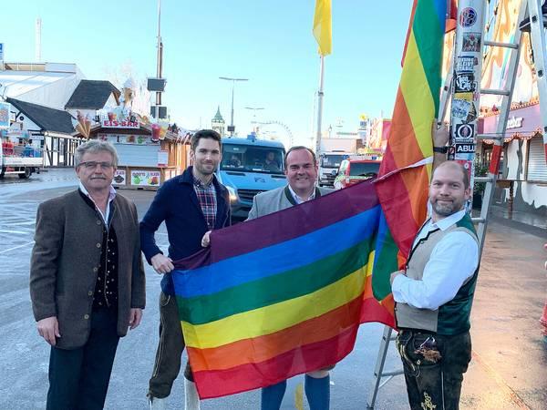Regenbogenflaggen am Oktoberfest