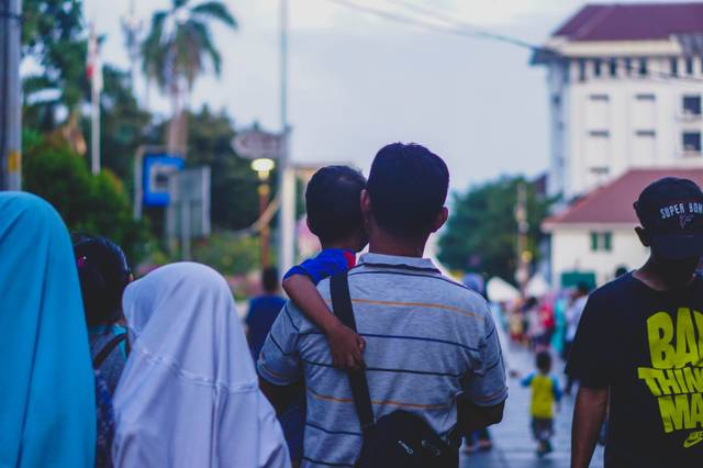 family-father-and-son-holiday-indonesian-people-1239800.jpg