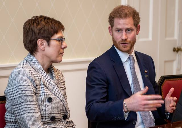 kramp-karrenbauer-prince-harry-2020.jpg