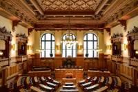 1606px-Plenarsaal_Hamburgische_Bürgerschaft_IMG_6403_6404_6405_edit.jpg