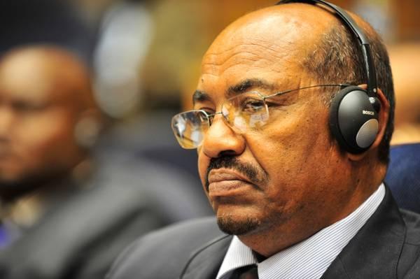 Omar_al-Bashir,_12th_AU_Summit,_090131-N-0506A-342.jpg