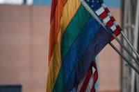 Pride Flagge und USA Flagge