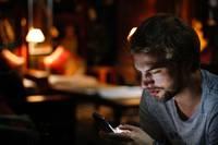 Internet Smartphone Mann