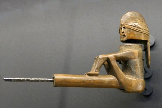 Pfeife-Ovimbundu-Musée_du_Quai_Branly.jpg
