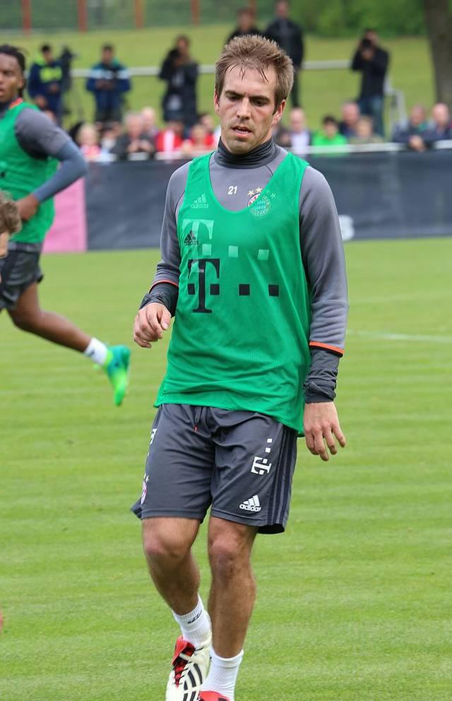 Philipp_Lahm_Training_2017-05_F8C_Bayern_Muenchen-3.jpg
