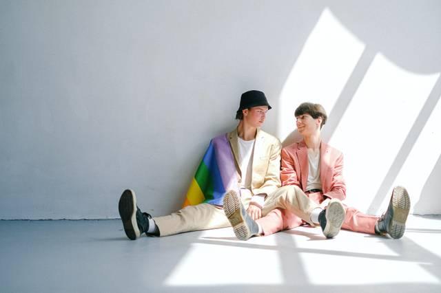 pexels-anna-shvets-paar-schwul-mann-queer.jpg