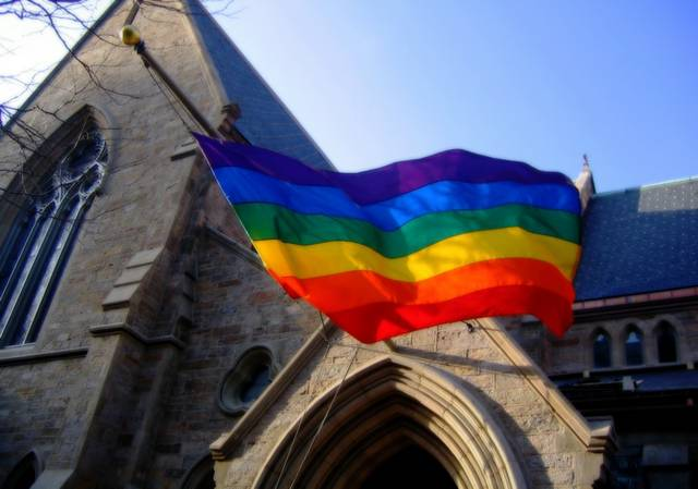 regenbogenfahne kirche.jpg