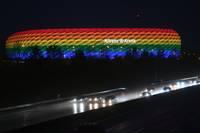 allianz-arena-regenbogen-foto-Andreas-Gebert-afp.jpg