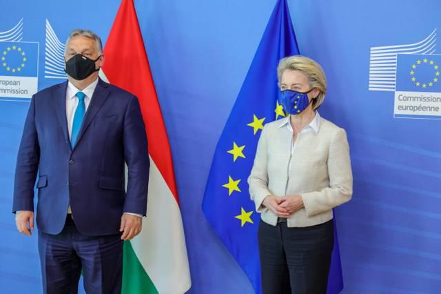 Orbán, von der Leyen, EU