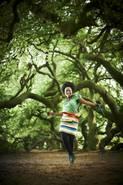 """Foto: N. Georgiew/ 1987 begann Velile Mchunu ihre Ausbildung Musik, Schauspiel und Tanz an der Committed Artist Academy in Johannisburg. Zusammen mit dem Safri Duo, sang sie den Hit """"Helele"""" zur Fußballweltmeisterschaft 2010 in Südafrika."""