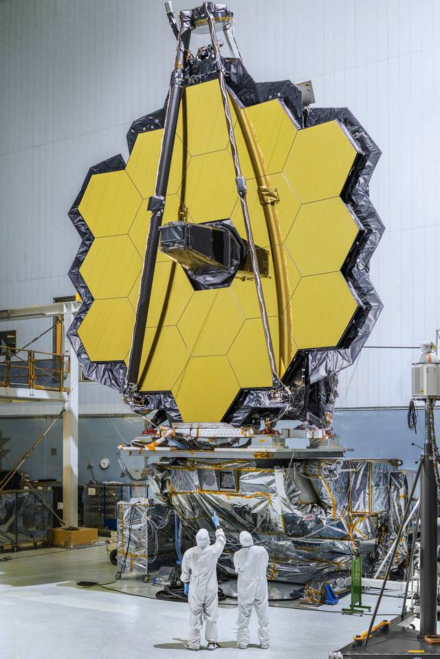 James_Webb_Space_Telescope_Mirrors_Will_Piece_Together_Cosmic_Puzzles_(30108124923).jpg