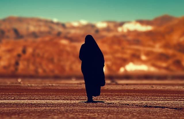 Arabische Frau, Wüste