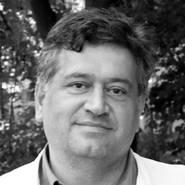 Dr.Keikawus Arastéh, Chefarzt der Klinik für Innere Medizin, Infektiologie und Gastroenterologie im Vivantes Auguste-Viktoria-Klinikum Berlin